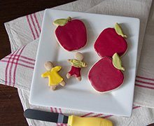 Play teacher's favorite with back to school red apple shortbread cookies decorated with INDIA TREE Nature's Colors True Red. Use gingerbread people cookie cutters for the children.