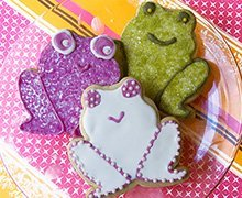 These lovable amphibians are made with our Sugar Cookie Recipe 2, flooded with Royal Icing, and flocked with INDIA TREE Nature's colors Decorating Sugar.