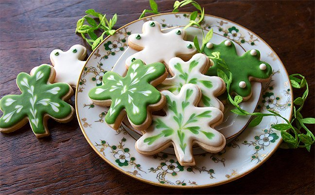 These shamrock cookies are decorated with Royal Icing, tinted with INDIA TREE Nature's Colors Decorating Colors, and INDIA TREE French Dragées. A simple recipe, that creates melt-in-your-mouth results, Shortbread Cookies made with INDIA TREE Fondant and Icing Sugar are great for decorating. The dough keeps its shape allowing intricate cookie cutter designs to stay intact.