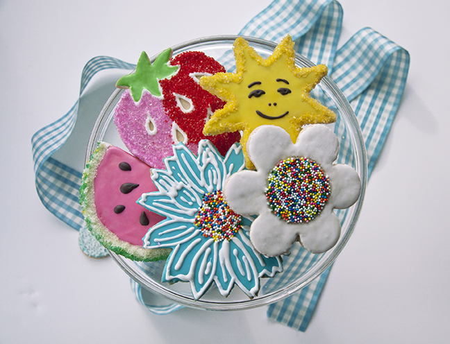 Make bright and beautiful summertime cookies easily with our Shortbread Cookie Recipe. Tint Royal Icing with INDIA TREE Nature's Colors Decorating Colors to flood the cookies. Flock with INDIA TREE Sparkling Sugars and Seurat Decoratifs.