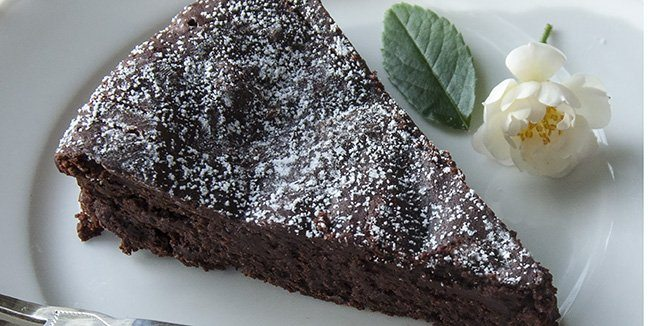 This rich chocolate torte uses no flour at all. It comes together quickly and easily, using just one bowl. INDIA TREE Superfine Caster Sugar gives this dessert its ultra-smooth texture. Dust with INDIA TREE Fondant and Icing Sugar. Serve with whipped cream if desired.