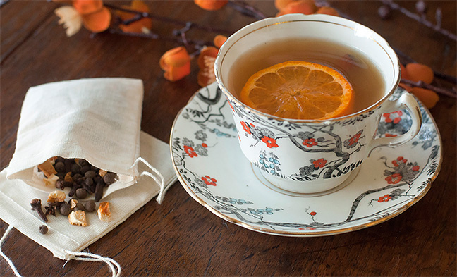 Make that afternon cup of tea a bit more special. Flavor spiced orange tea with INDIA TREE Mulling Spices and a fresh slice of orange.